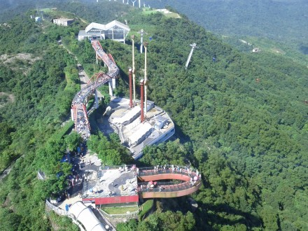 [OCT-East: View from the top of the Sky-Tower to the Cable-car summit level]